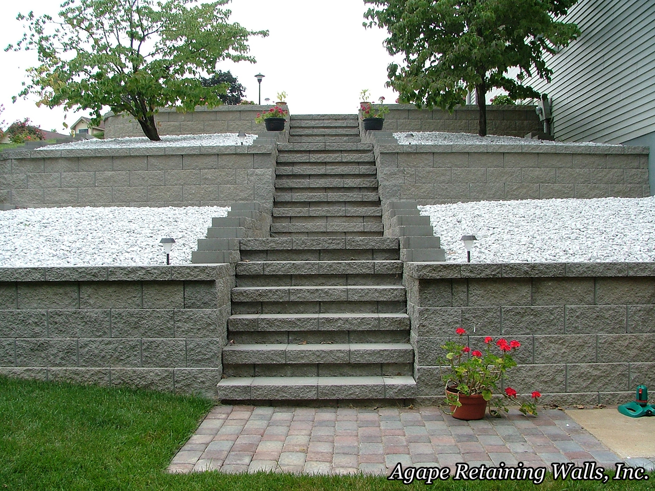 Agape retaining walls inc terrace photo album 2 for Terrace stairs