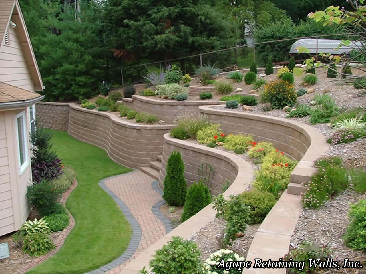 Landscaping Ideas For Backyard With Retaining Wall : Backyard Landscaping Ideas Retaining Walls Backyard Landscaping Ideas